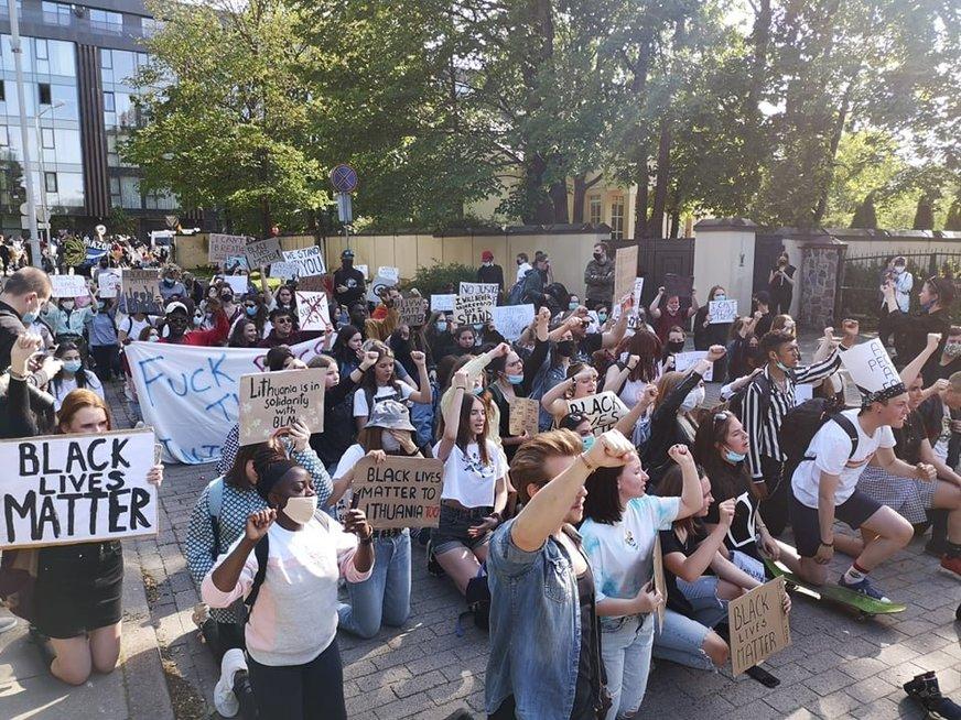 Vilniuje protestus JAV palaikanti eisena