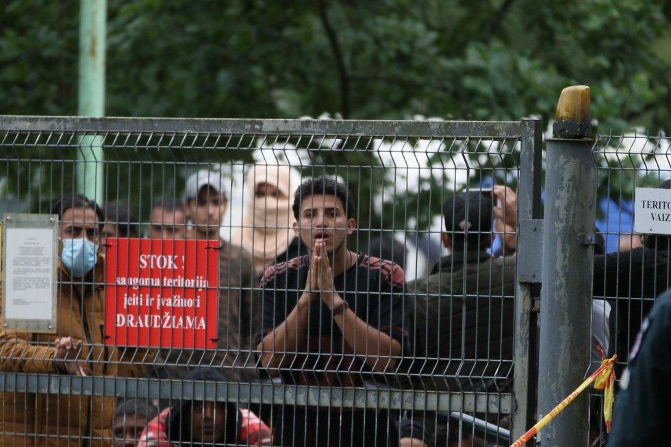 """Rūdninkų poligone protestuojantis migrantas: """"Mano šalis yra geresnė nei šis gyvenimas"""""""