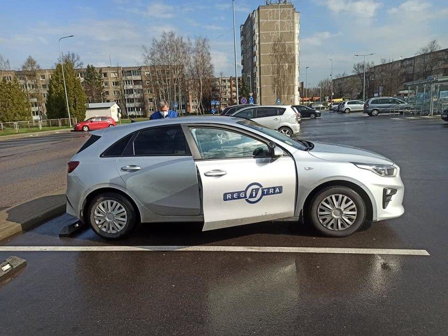 Priparkavo automobilį taip, kad klausimų nekyla, bet egzamino neišlaikė