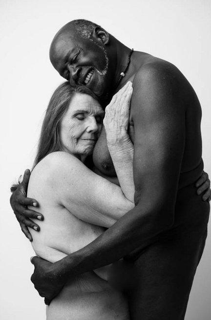 Garsi fotografė dalijasi nuogų moterų vaizdais