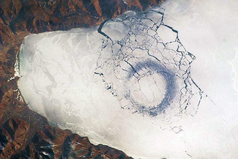 Ledo žiedai Baikalo ežere