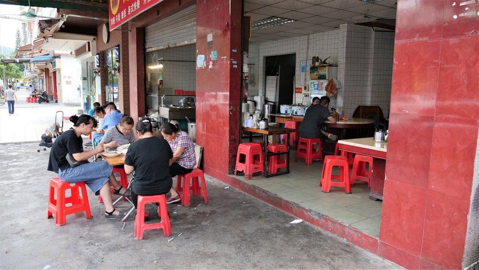 Kinijos kontrastai: nuo prabangos iki maisto lėkštės už nepilnus 2 eurus (nuotr. Juozo Skaros)