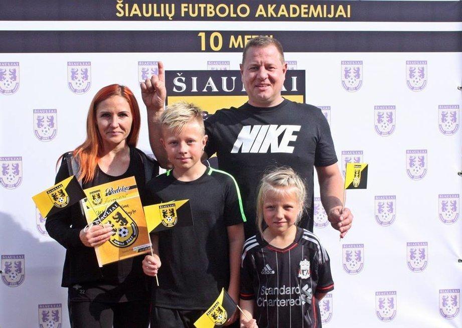 Į futbolo pasaulį dabar įsitraukusi visa šeima