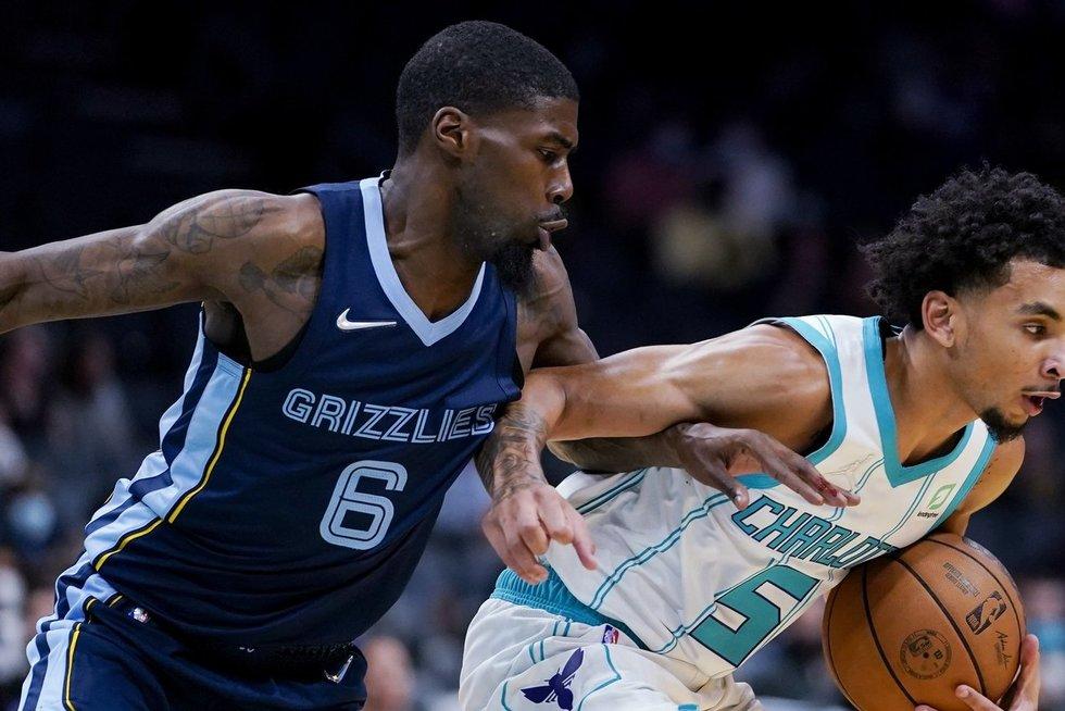 """""""Hornets"""" klubas namuosenamuose nusileidoMemfio """"Grizzlies"""" krepšininkams. (nuotr. SCANPIX)"""