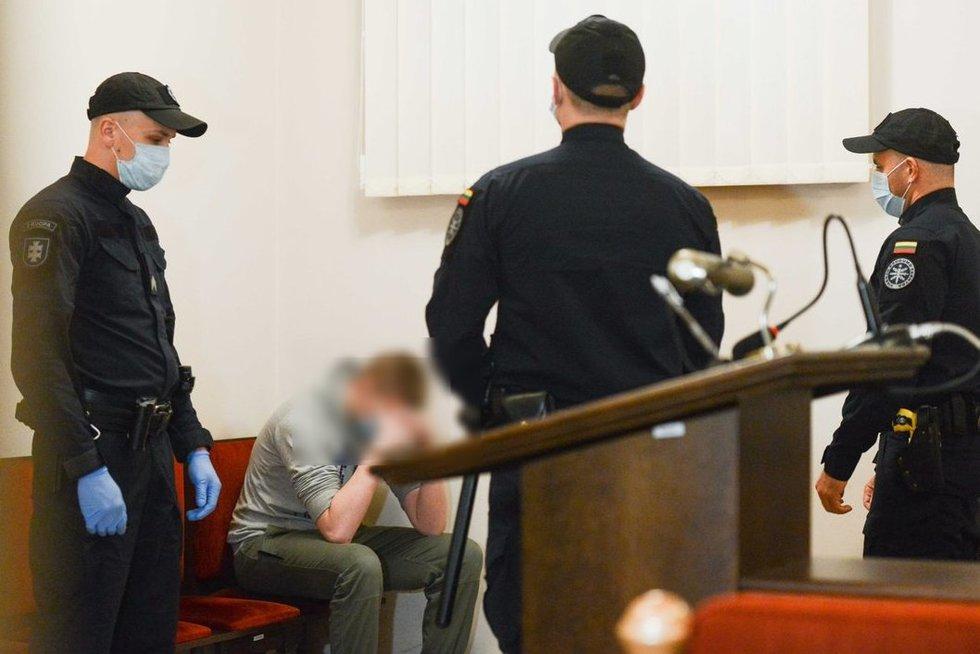 Atverčiama nepilnametę nužudžiusio paauglio byla: 16-metis atvestas į teismą (nuotr. Fotodiena/Justino Auškelio)