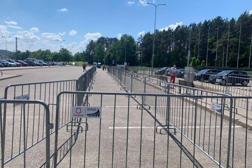 """Sumaištis prie """"Litexpo"""" baigėsi: vėl laukia žmonių, norinčių pasiskiepyti """"AstraZeneca""""  (nuotr. facebook.com)"""
