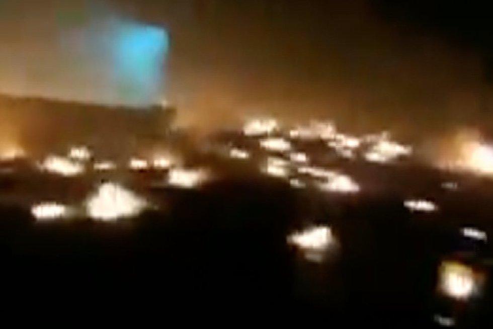 Užfiksuota lėktuvo katastrofos vieta Irane iškart po nelaimės: viską rijo pragariškos liepsnos (nuotr. stop kadras)