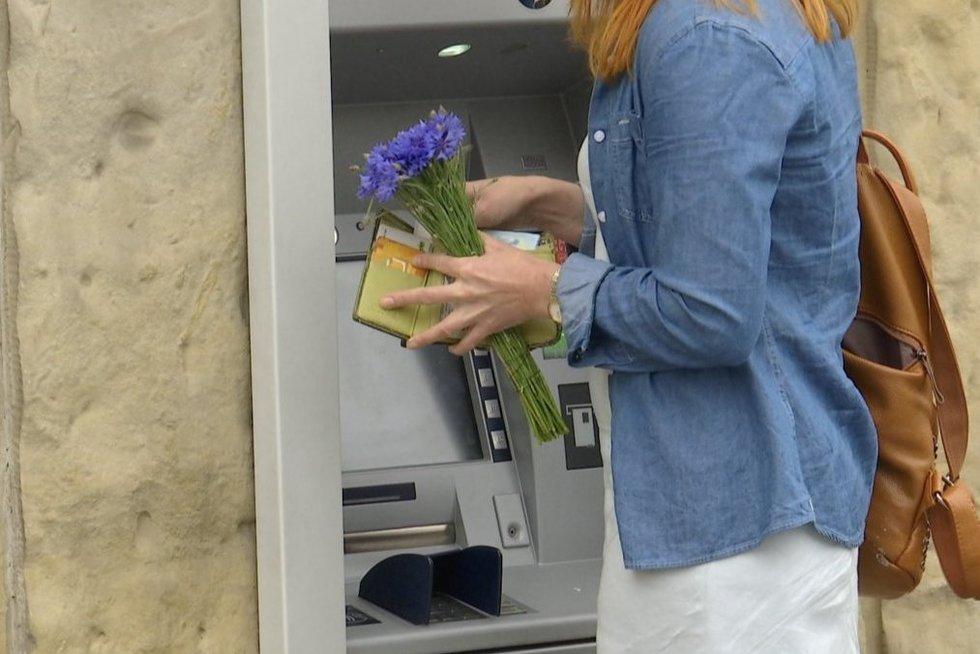 Kaip neapsigauti mokant kortele užsienyje: įvedė naują direktyvą, kad matyųsi įkainiai (nuotr. stop kadras)