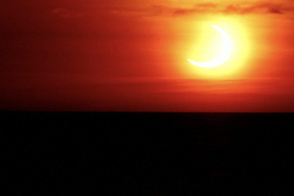 Pasaulis regėjo Saulės užtemimą: pamatykite įspūdingus vaizdus (nuotr. stop kadras)