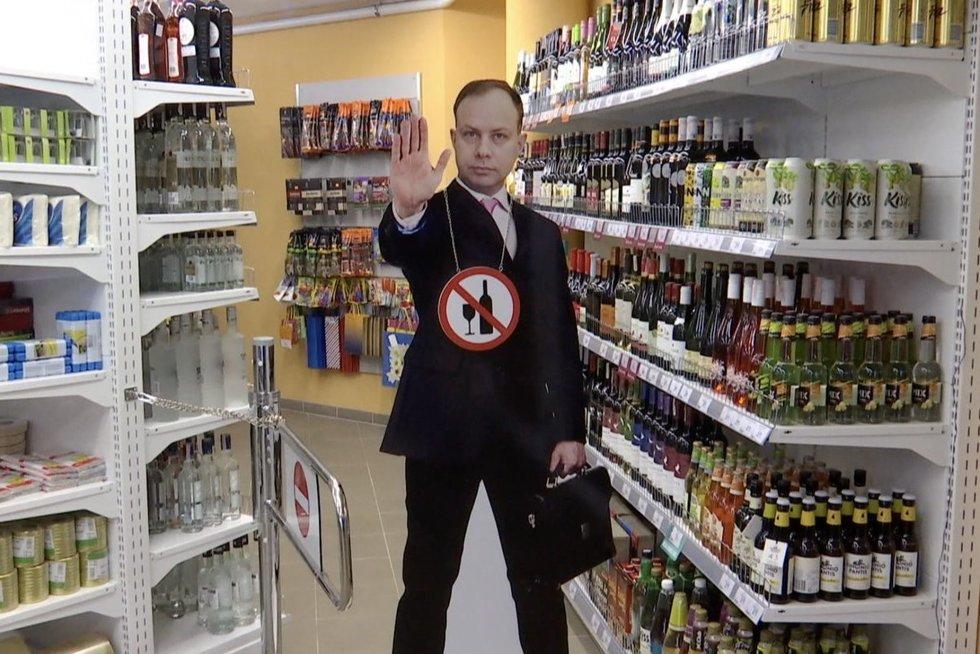 Ėmėsi alkoholio draudimų: svaigieji gėrimai – nuo 18-kos ir sekmadieniais ilgiau (nuotr. stop kadras)