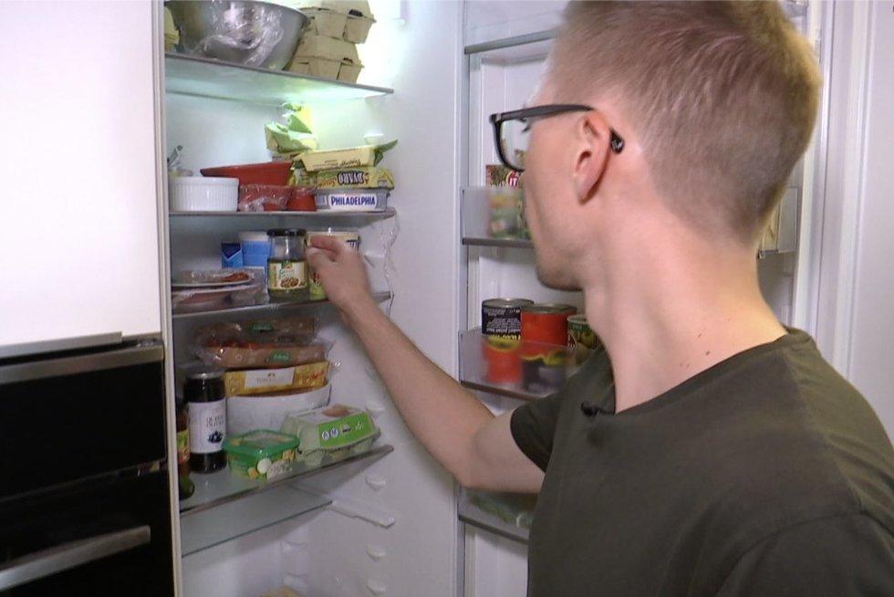 Aplinkos ministerijos kova su švaistytojais: reikalaus maisto atliekas mesti į specialius konteinerius (nuotr. stop kadras)