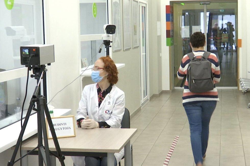 Gyventojai jau plūsta teirautis dėl gripo vakcinos: reikės skubėti, nes kiekis – ribotas (nuotr. stop kadras)