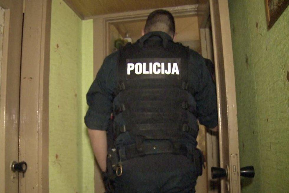 Klyksmus bute išgirdę kaimynai nedelsiant iškvietė policiją: jų nuojauta nemelavo (nuotr. stop kadras)