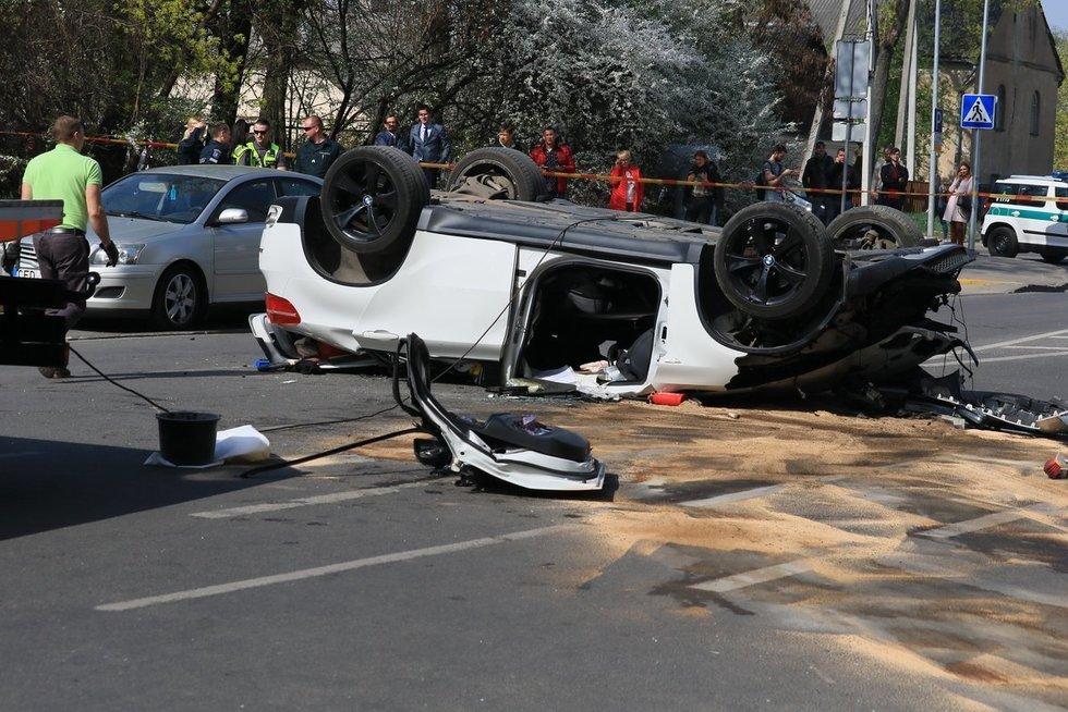 Vilniuje iškrito BMW: vairuotoja medikų rankose (nuotr. Broniaus Jablonsko)