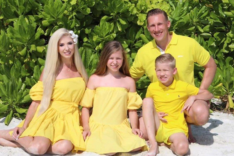 """Stumbrų šeima (nuotr. asmeninio albumo (""""Facebook"""")"""
