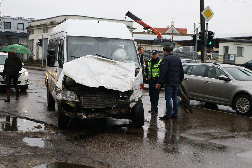 Sostinėje – autobuso ir mikroautobuso avarija nuotr. Broniaus Jablonsko