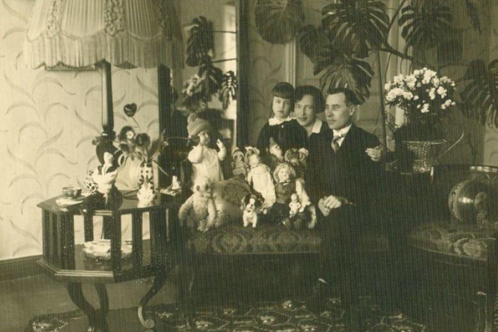 Jadvyga Tūbelienė su vyru Juozu Tūbeliu ir dukra Marija. Kaunas, 1929 m. Istorinės Prezidentūros Kaune archyvas