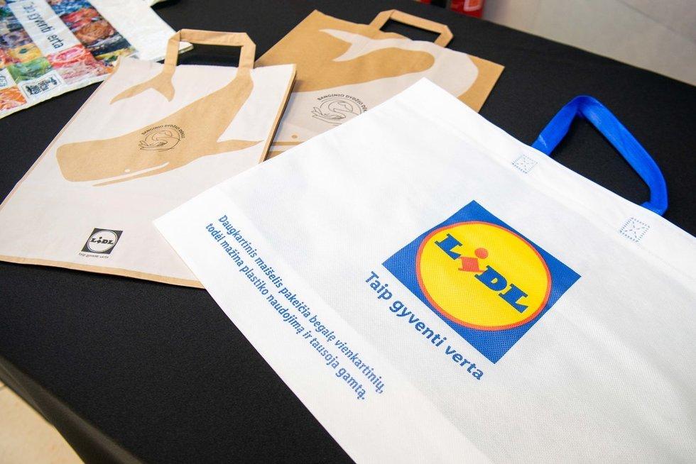 Lidl atsisako plastikinių pirkinių maišelių (nuotr. Fotodiena/Justino Auškelio)