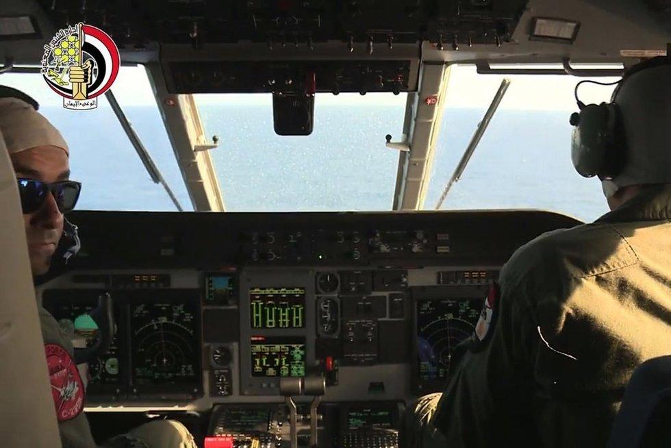 Egiptas aptiko sudužusio lėktuvo nuolaužas (nuotr. SCANPIX)