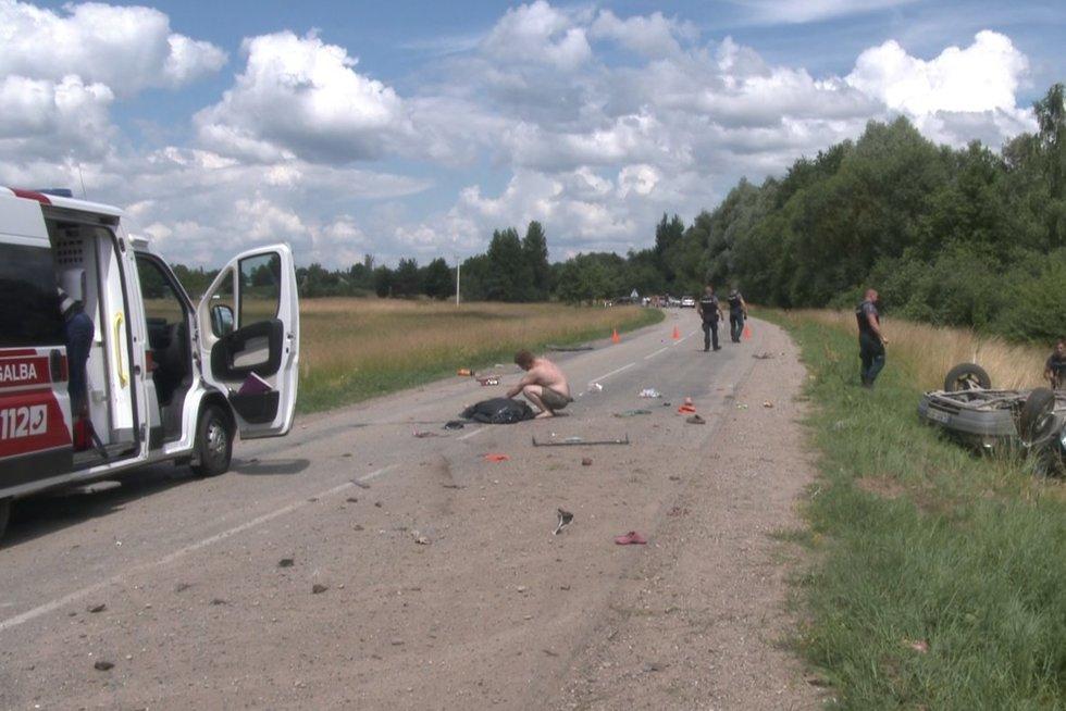 Siaubingas šeštadienis Alytaus rajone: tėvui užvažiavus ant kelkraščio žuvo jo dukrytė ir kita mažametė mergaitė (nuotr. TV3)