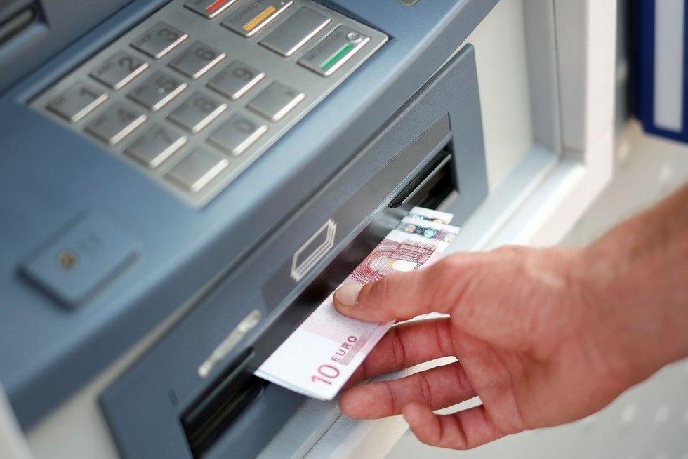 Bankomatas  (nuotr. SCANPIX)