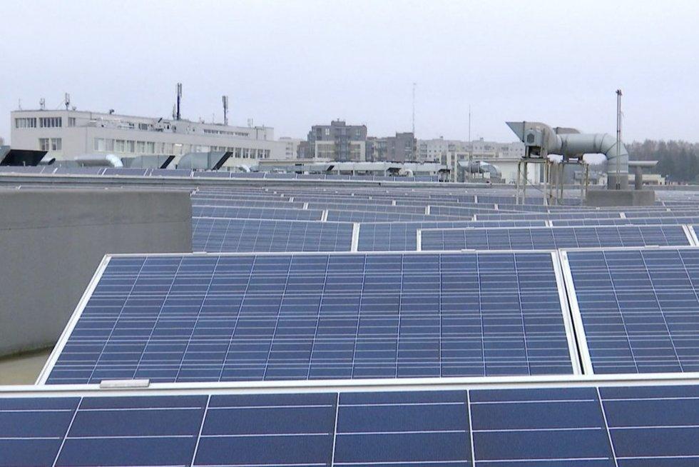 Lietuvoje išaugo saulės energijos vartotojų, tačiau įspėja – daromos klaidos gali brangiai kainuoti (nuotr. stop kadras)
