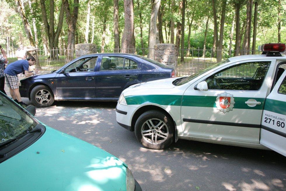 Nekaltai užpultas vairuotojas: pamatęs krentantį sūnų tėvas išdaužė langą nuotr. Broniaus Jablonsko