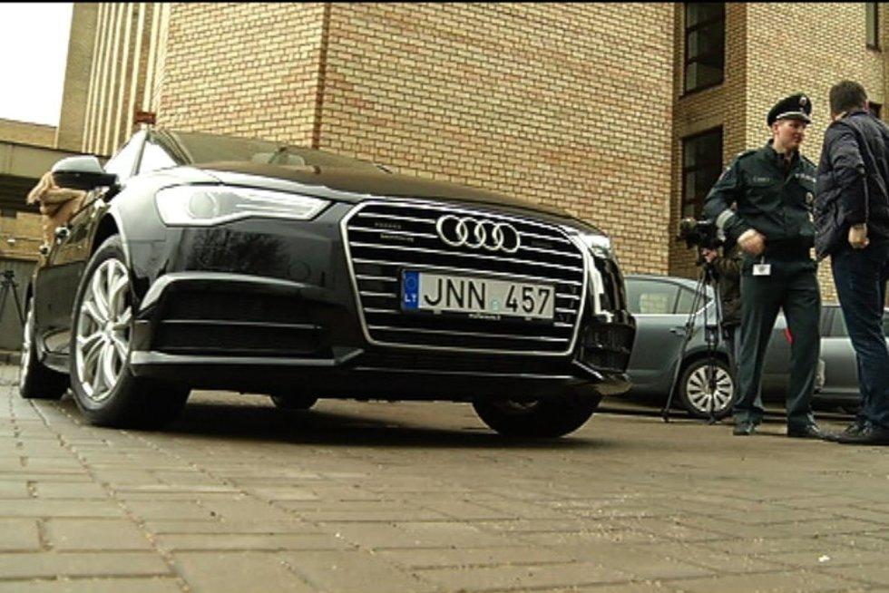 Nežymėtas policijos automobilis (nuotr. TV3)