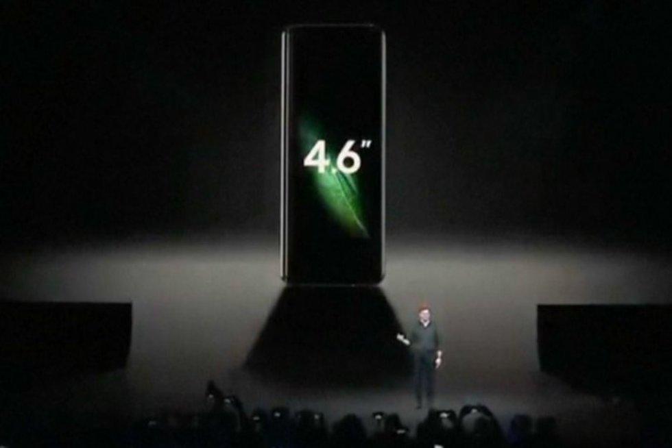 """""""Samsung"""" pristatė išlankstomą išmanųjį: vadina ateities telefonu"""