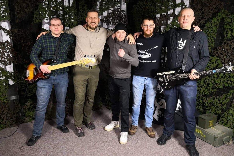 """""""Daina Lietuvos kariuomenei"""" nugalėtojai pristato klipą: (nuotr. Organizatorių)"""
