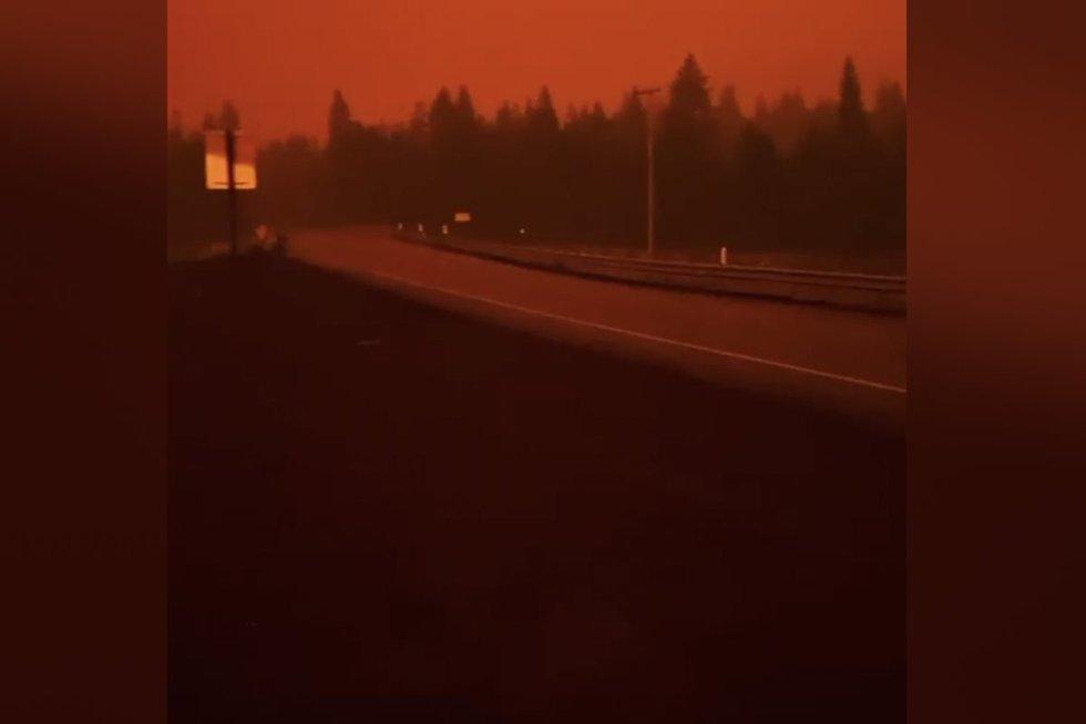 Vidury dienos vyras išvydo apokaliptinį vaizdą – gyventojams nurodyta evakuotis (nuotr. stop kadras)