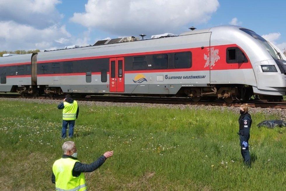 Šiaulių rajone traukinys mirtinai partrenkė moterį (nuotr. tv3.lt)