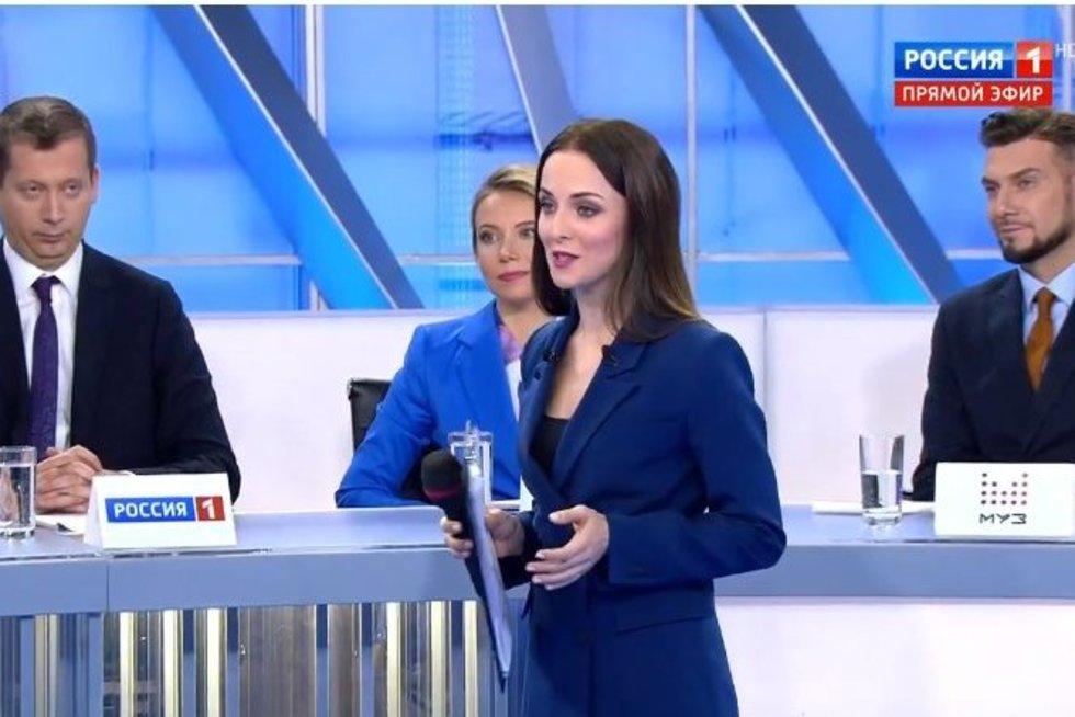 Rusijos žurnalistai nenori užduoti D. Medvedevui klausimo, kuris rūpi šalies gyventojams (nuotr. YouTube)
