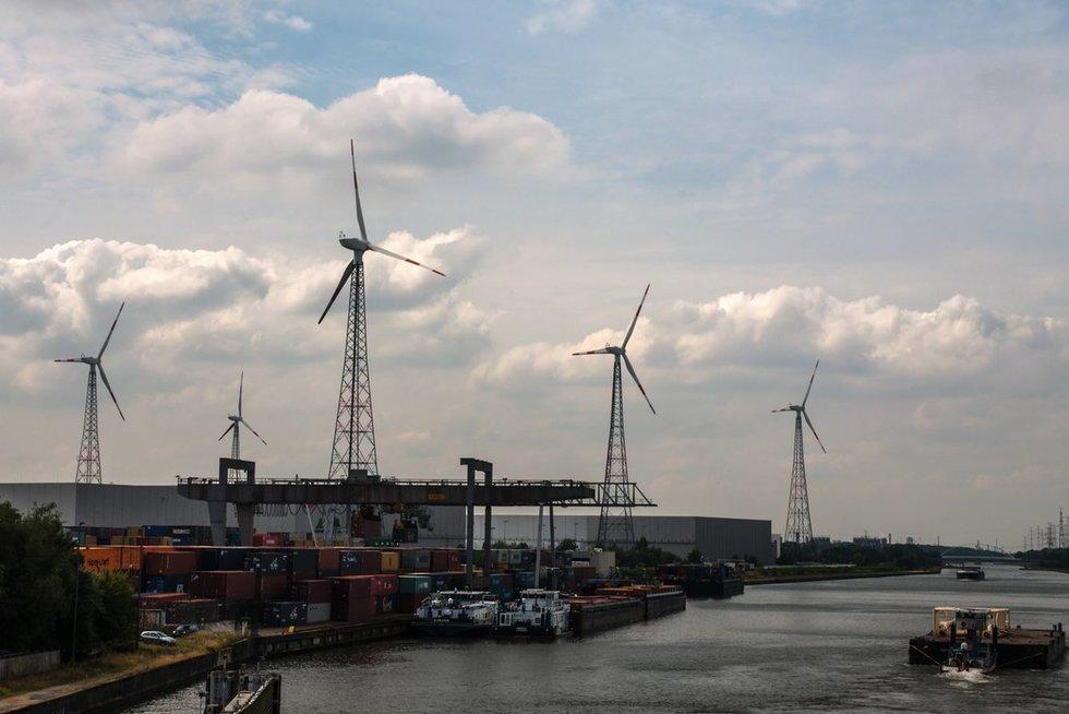 Vėjo jėgainė (nuotr. Eimanto Genio)