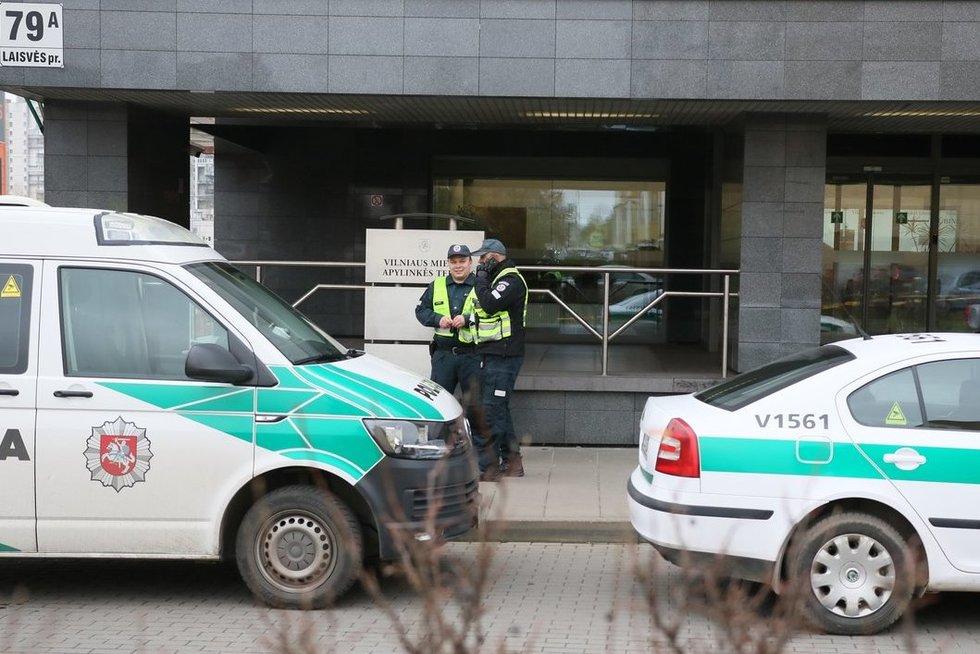 """""""Aro"""" išminuotojai sprogmenų Vilniaus apylinkės teisme nerado (nuotr. Broniaus Jablonsko)"""
