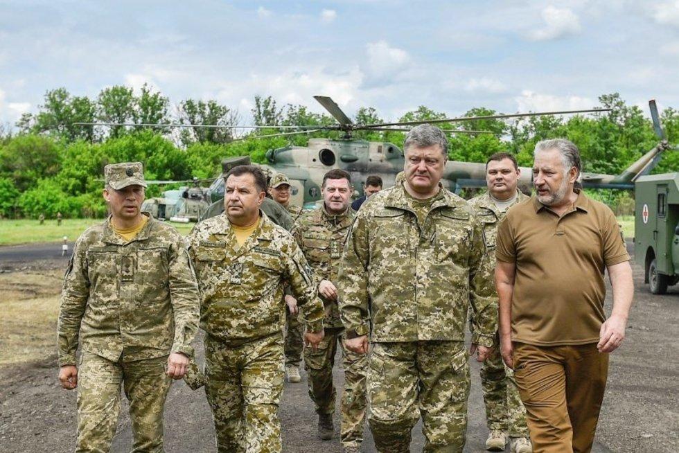 """Pokyčiai Ukrainoje: ruošiamasi atšaukti """"antiteroristinę operaciją"""" Donbase (nuotr. SCANPIX)"""