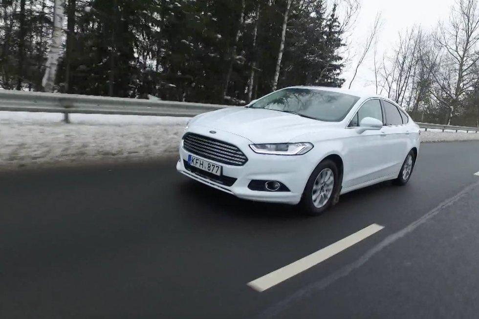 Ford Mondeo (nuotr. stop kadras)