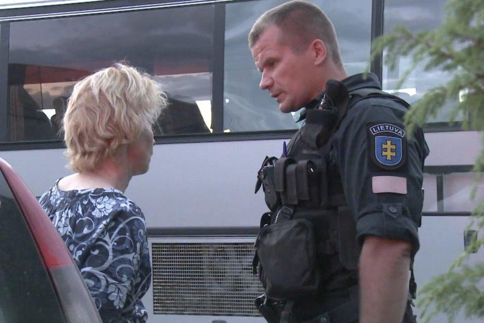 Į įvykio vietą atvykę pareigūnai išgirdo netikėtą žinią – nesuprato, kodėl moteris taip pasielgė (nuotr. stop kadras)