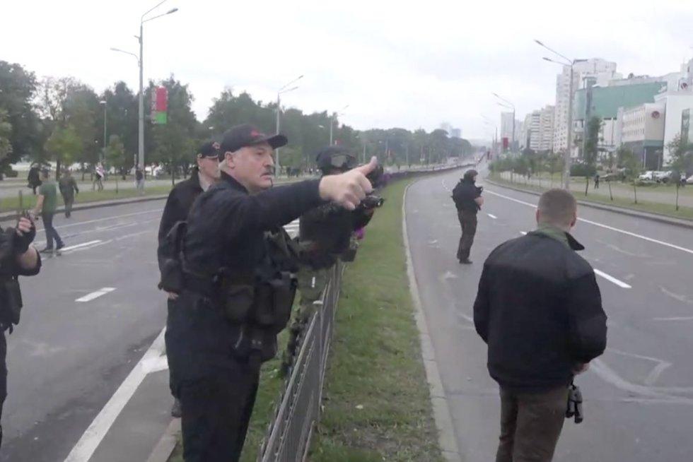 Už protestavimą – 3 metai kalėjimo: Lukašenka užsimojo nukenksminti eilinius baltarusius (nuotr. stop kadras)