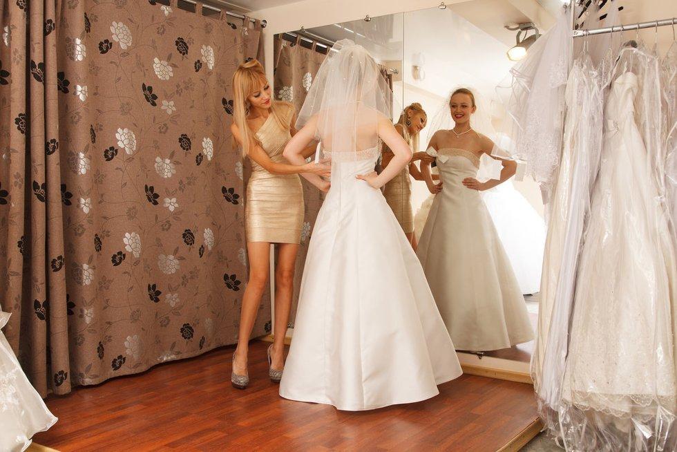 Suknelės matavimasis (nuotr. Fotolia.com)