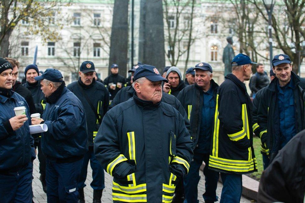 Ugniagesių protestas (nuotr. Fotodiena/Justino Auškelio)